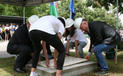 Položitev temeljnega kamna ob pričetku gradnje Večnamenske športne dvorane